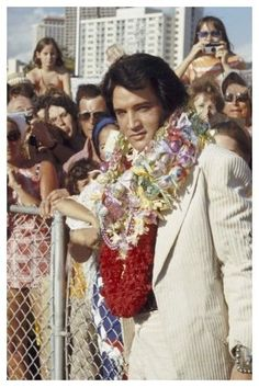 Elvis arrives in Hawaii,and greets fans January 9th 1973