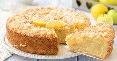 La crostata con crema al limone e mele è una sbriciolata dolce favolosa e profumatissima, con una crema che cuoce da sola e che si fa senza latte!