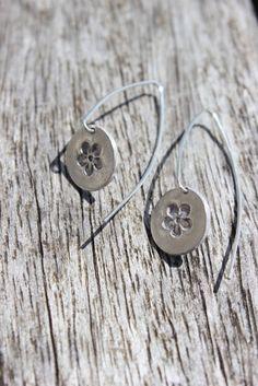 Silver daisy earrings handmade in silver clay by littlesilverhedgehog