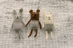 anything animals and other treats (tiny happy) – Amigurumi Free Pattern İdeas. Knitted Dolls, Crochet Toys, Knit Crochet, Crochet Brooch, Crochet Baby, Knitting For Kids, Baby Knitting Patterns, Knitting Toys, Free Knitting