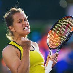 This face! #barborastrycova #fistpump #tennisemotions #fierce #wilsonracket #BNPPO16