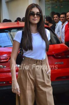 Tara Sutaria snapped at Marjaavaan's special screening! Bollywood Hairstyles, Bollywood Outfits, Bollywood Girls, Bollywood Fashion, Celebrity Style Casual, Celebrity Outfits, Fresh Outfits, Casual Outfits, Fashion Outfits