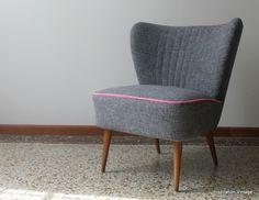 Réalisé à la demande pour une de nos clientes Fauteuil Cocktail 50'S Tissu assise et dossier Plain Six Gris Passepoil assise tissu Plain...