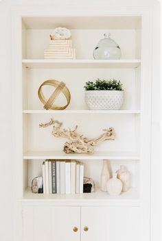 Shelf styling, shelf styling living room, shelf styling built ins, shelf . Coastal Living Rooms, Living Room Decor, Style At Home, Styling Bookshelves, Bookcases, Decorating A Bookcase, High Shelf Decorating, How To Decorate Bookshelves, Living Room Bookcase