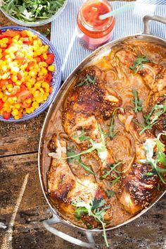 För oss här i Sverige är ju tacos starkt förknippat med diverse finhackade grönsaker, kryddig köttfärs, ost och nachochips, allt ihoprullat i en vetetortilla framför tv'n på fredagskvällen. Men denna kryddblandning, som du mycket enkelt gör själv (eller i smyg har ett 3-pack i av i skafferiet, men låtsas att du gör egen, det … Continued