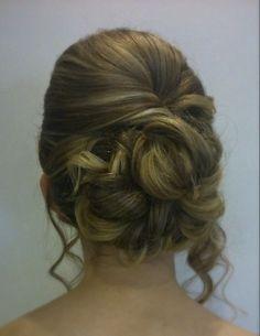 Wedding hair curls and bouffant