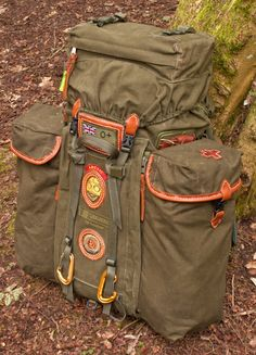 Consider this as example of how large expandable side pockets could become to add capacity to a much smaller bag. Bushcraft Pack, Bushcraft Backpack, Bushcraft Camping, Rucksack Backpack, Camping And Hiking, Camping Survival, Outdoor Survival, Hiking Backpack, Survival Gear