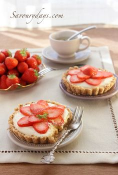 No bake cheesecake with Strawberries by LinhTrang9185, via Flickr