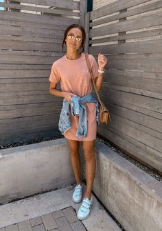 I don't know about you guys but I am a SUCKER for a good casual dress you can dress up or down – with sneakers, flat sandals, or wedges all summer long! Best Casual Dresses, Cute Casual Outfits, Casual Summer Outfits, Spring Outfits, Casual Ootd, Winter Outfits, Casual Clothes, Casual Summer Style, Outfit Ideas Summer