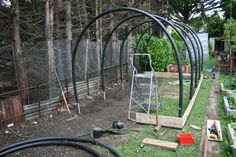 How to make your own polytunnel – Gardening & Permaculture Design Hydroponic Farming, Hydroponic Growing, Diy Greenhouse Plans, Greenhouse Gardening, Permaculture Design, Garden Arches, Grow Lights, Garden Projects, Backyard Landscaping