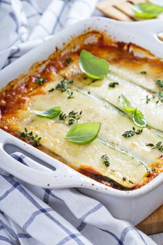 Looking for a low carb zucchini lasagna recipe? Here's a DELICIOUS one that is also quick and easy to make. Click through for the details! Keto Recipes, Dinner Recipes, Cooking Recipes, Healthy Recipes, Lasagna Recipes, Keto Lasagna, Lasagna Food, Paleo Food, Lunch Recipes
