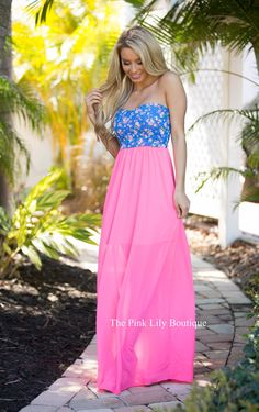 Floral print is becoming a trend and it looks great on this Here All Along maxi! Strapless maxi with a sweetheart neckline, elastic waistline, lining underneath to mid-thigh, and a blue bodice with pink, purple, coral, and green floral design! Pair with sandals for a perfect spring look!