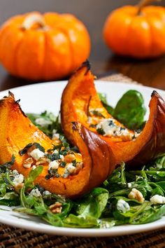 Caramelized Pumpkin and Gorgonzola Salad -Thanksgiving side dish this year /jen/ stavenhagen? Vegetarian Recipes, Cooking Recipes, Healthy Recipes, Good Food, Yummy Food, Soup And Salad, Fall Recipes, Food Inspiration, Food Porn