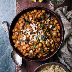 Want a vegan slow cooker recipe? Try our vegan chickpea stew recipe with almonds. This easy chickpea stew is a vegan slow cooker recipe to make for a crowd Chickpea Recipes, Almond Recipes, Vegetarian Recipes, Chickpea Stew, Healthy Recipes, Date Recipes, Top Recipes, Dinner Recipes, Recipes With Dates