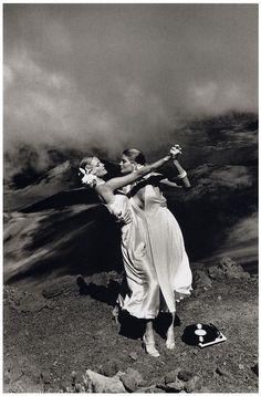 Helmut Newton, Patti Hansen and Rene Russo, U.S. 'Vogue', Maui, Hawaii 1974