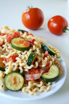 Garden Vegetable Pasta.  A good thing to pin for when those fresh veggies are abundant later this year.
