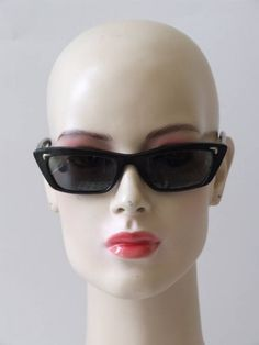 Vintage jaren 60's NOS Solflex zonnebril Louise Brooks, Sunglasses Women, Vintage Accessoires, Fashion, Moda, Fasion, Fashion Illustrations, Fashion Models
