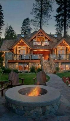 Nice large log cabin home - This is gorgeous!  Looks like a great place to be this weekend. #rusticliving
