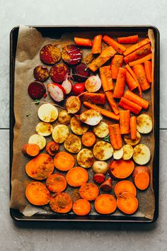 Style : to roast vegetables minimalist baker recipes easy oven roasted delicious rainbow vegetable bowl min healthy so flavorful vegan glutenfree plantbased Roasted Vegetable Recipes, Baked Vegetables, Vegetable Bowl, Veggies, Root Vegetables, Vegan Thanksgiving, Thanksgiving Sides, Galette Des Rois Recipe, Vegan Coleslaw