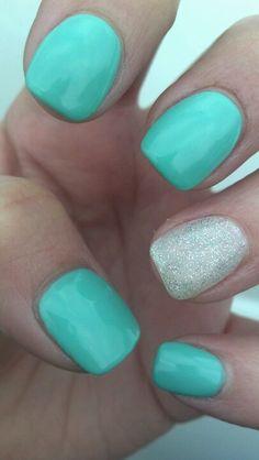 Mint shellac nails!