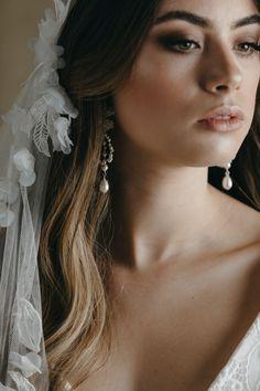 The Carmen juliet cap veil balances a dramatic silhouette with hand sewn lace motifs. A veil that exudes bohemian luxe appeal. Headpiece Wedding, Wedding Veils, Wedding Dresses, Lace Wedding, Diy Wedding, Dream Wedding, Veil Hairstyles, Wedding Hairstyles, Happy Bride