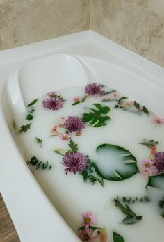 Relax with this DIY Milk Bath - Barefoot Blonde by Amber Fillerup Clark - Hautbehandlung