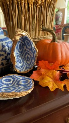 Autumn colors look great with the blue and white ikat design oyster shell dish. Blue Fall Decor, Fall Home Decor, White Decor, Thanksgiving Table Settings, Thanksgiving Centerpieces, Autumn Centerpieces, Silver Christmas Decorations, Fall Table Decorations, Autumn Table