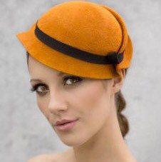 Chapeau de perche de Style rétro, Style Vintage Mini feutre Hatinator, Chapeau de couleur ocre d'or - sebastien