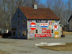 10 Cheap but Effective Outdoor Advertising Techniques - Carmagnet Barn Signs, Old Signs, Advertising Networks, Advertising Signs, Farm Barn, Old Farm, Advertising Techniques, Barn Art, Metal Barn