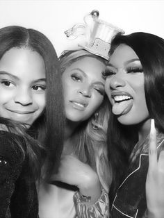 Blue Ivy looks so grown as she poses with mum Beyonce and Meghan Thee Stallion Blue Ivy Carter, Live Action, Summer Girls, Hot Girls, Divas, Ivy Look, Elisabeth Ii, Beyonce And Jay Z, Vintage Posters
