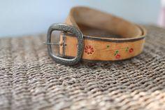 vintage  buckle tooled flower brown leather belt & buckle 34