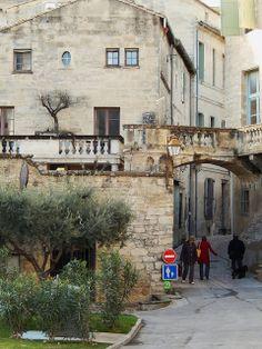 Dans la vieille ville, rue de Rafin,Uzès, Gard, Languedoc-Roussillon, France. #Uzes #Languedoc
