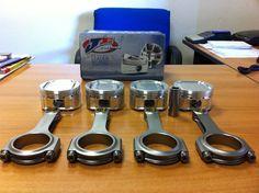Bielle rinforzate in acciaio speciale e pistoni della JE da competizione per motore Subaru. Progettate per sopportare oltre 600cv.  www.elettronicabate.com