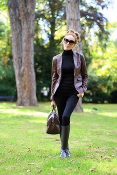 Wellies Rain Boots, Black Rain Boots, Dress Pants, Dress Skirt, Girl Photography, Givenchy, Riding Boots, Bomber Jacket, Zara