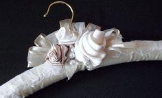 Cabide para o vestido de noiva | Manu Vai Casar
