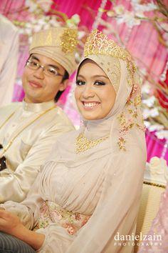 Malaysian Malay Wedding Bridal Hijab, Hijab Bride, Wedding Hijab, Wedding Bride, Muslim Brides, Muslim Couples, Turban, Simple Wedding Veil, Malay Wedding Dress