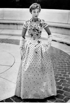 Vintage Gown by Dior 1954 Christian Dior Vintage, Vintage Dior, Moda Vintage, Vintage Gowns, Vintage Couture, Vintage Glamour, Vintage Outfits, Vintage Style, Fifties Fashion