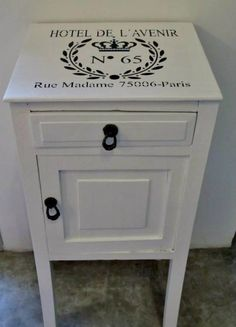 mesa de luz Painted Bedroom Furniture, Chalk Paint Furniture, Shabby Chic Furniture, Vintage Furniture, Upcycled Furniture, Diy Furniture, Retro Home, Shabby Chic Homes, Furniture Inspiration