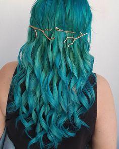 Feb 2020 - Pretty teal curls by - try our Neptune Pack to get this look! Teal Hair Dye, Dark Teal Hair, Short Blue Hair, Dyed Hair, Dread Hairstyles, Modern Hairstyles, Pretty Hairstyles, Wedding Hairstyles, Cool Hair Color