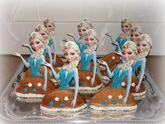 Frozen Cake Pops, Frozen Cupcake Toppers, Frozen Cupcakes, Kids Party Treats, Birthday Treats, Class Snacks, Classroom Treats, Frozen Birthday Party, Food Cakes