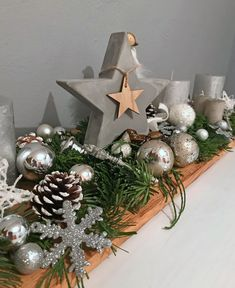Xmas Deko auf Holzbrett selbst gestalten Best Picture For DIY Wreath greenery For Your Taste You are looking for something, and it is going to tell you exactly what you are looking for, and you didn't Christmas Wood, Christmas Tree Ornaments, Christmas Time, Christmas Wreaths, Christmas Crafts, Cheap Christmas, Christmas Ideas, Woodland Decor, Deco Floral
