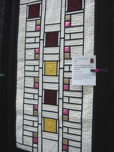 A frank loyd wright inspired quilt!- believe this is representative of Coonley House. Quilting Projects, Quilting Designs, Art Quilting, Quilt Art, Quilting Tips, Stained Glass Quilt, Stained Glass Designs, Craftsman Quilts, Cathedral Window Quilts
