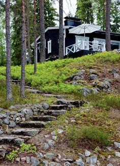 Black and white summer cottage | Koti ja keittiö