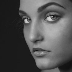"Rob Mussert on Instagram: ""@sara.haket - @ferm.visagie #makeup #mua #makeupartist @robbannaphotography #blackandwhite #portrait #beauty #eyes #face #headshot…"" Woman Face, Eyes, Portrait, Makeup, Beauty, Instagram, Women, Dibujo, Make Up"