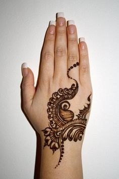 Simple and cute mehndi design!