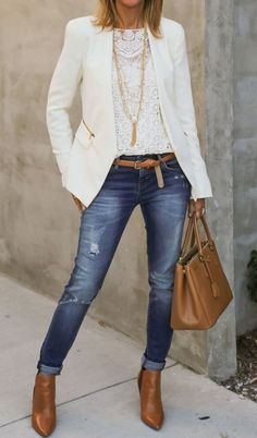 Love the white lace tank under the white blazer with skinny jeans