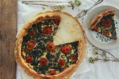 Tarte de espinafres e tomate cereja Lunch, Homemade Tomato Sauce, Cherry Tomatoes, Cooking, Pies, Eat Lunch, Lunches