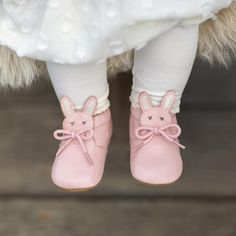 Baby bunny booties get us every time! Somebunny Loves You, Baby Bunnies, Little Darlings, Pretty In Pink, Cute Babies, Spring Fashion, Little Girls, Baby Shoes, Slippers
