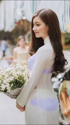 """Vietnamese woman is charming, sedate, elegant with natural long hair, traditional """"ao dai"""". Wow, so nice in my eye Vietnamese Traditional Dress, Vietnamese Dress, Traditional Dresses, Vietnam Girl, Ao Dai Vietnam, Beautiful Asian Women, Beautiful Vietnamese Women, Sexy Asian Girls, Asian Fashion"""