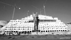 """""""El Algarrobico""""  • 21 Plants • 411 Rooms • 14 Meters distance to the sea • 7 more hotels in the projects • 5 Greenpeace actions • 16 Pronunciam ents that found judicially illegal • 5 Years of paralysed works • 5 Years since the promise of immediate demolition"""